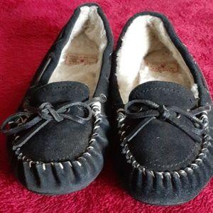Lucky Brand slipper.